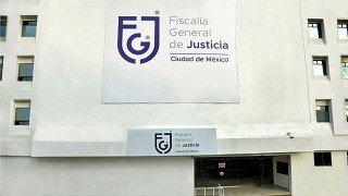 Aprehende FGJCDMX a un hombre por la probable comisión del delito de ejercicio indebido del servicio público